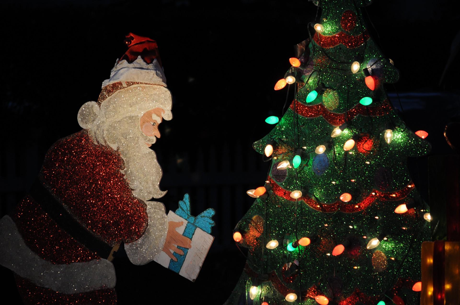 lighted-santa-claus-decoration